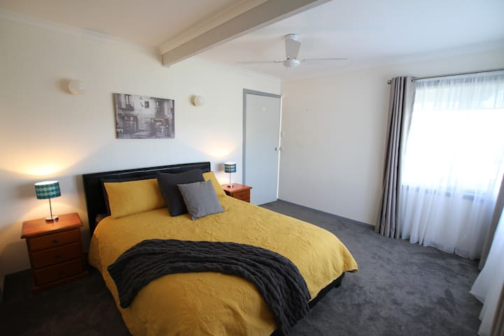 The spacious Bedroom 2 on the lower level has a queen sized bed with King size doona, large built in wardrobes and heavy block out blinds. Includes split system air conditioner, ceiling fan and extra blankets.