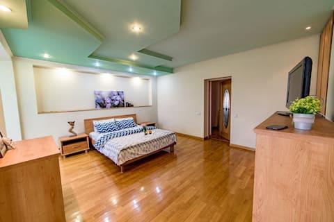 Уютная 2к квартира-студия в самом центре Донецка
