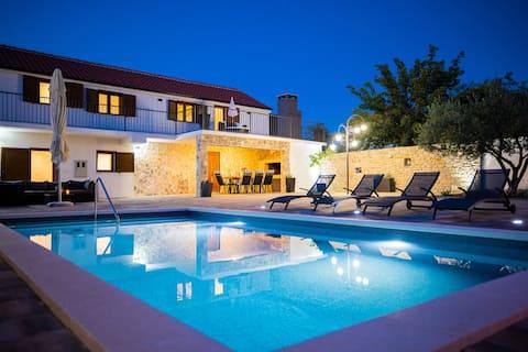 Villa Pietra-  Modern rustic poolside oasis