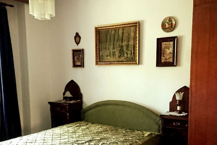 Bedroom 2 - Queens size bed, garden view