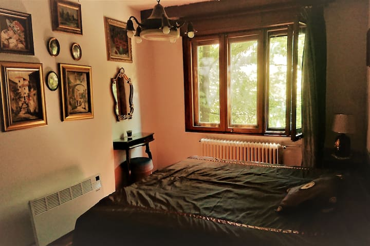 Bedroom 1 - double bed & make-up table, in-wall closet, partly shaded - beautiful morning play of sunlight and leafs