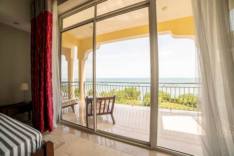 Full serviced cozy suite with a unique seaview