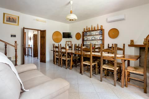""" La Giara "" caratteristica casa sarda IUN:Q3338"