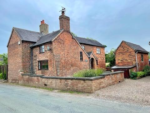 4 bedroomed cottage in Hoar Cross, Staffordshire