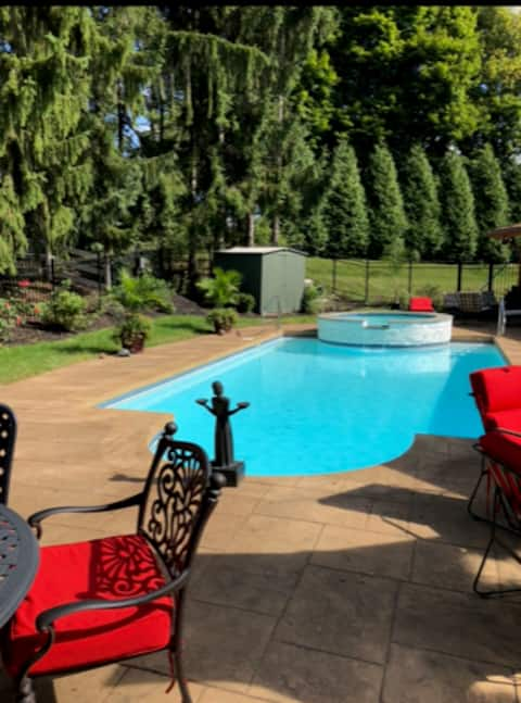 Spacious Residence, Near Sewickley and Airport