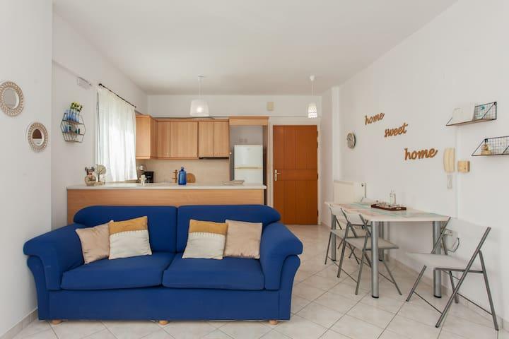 kitchen & livingroom area