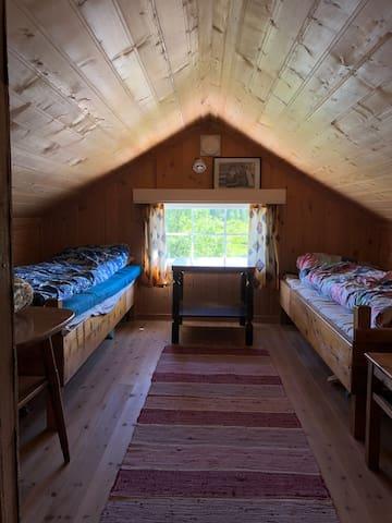 Hems med to små soverom.