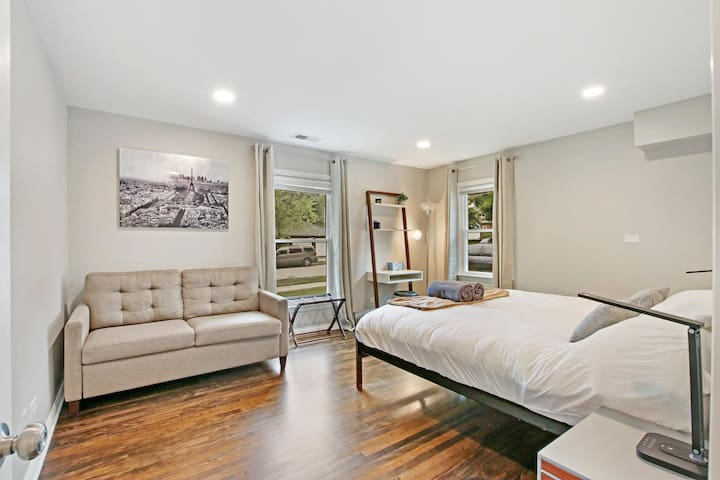 Primary bedroom has a king bed and a full-size pull-out sofa bed.  It's a very comfortable bed from Crate & Barrel! Small desk as well. Large, bright windows to enjoy the view of a quiet neighborhood.