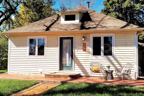 Charming Gretna Bungalow Between Omaha and Lincoln