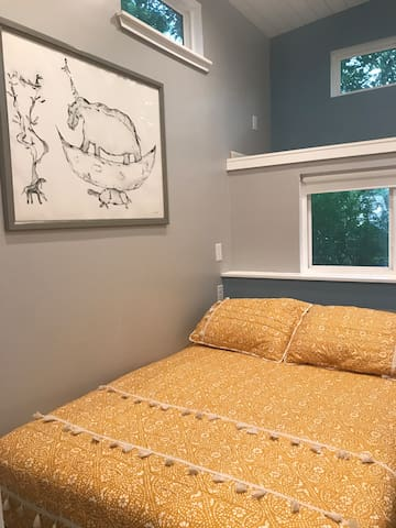 Bedroom is in the main floor. It has a full size bed and small clóset upstairs.