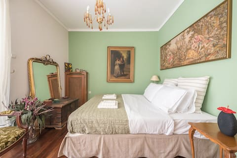 Neoclassical 2bdr Residence 8min Vouliagmeni beach