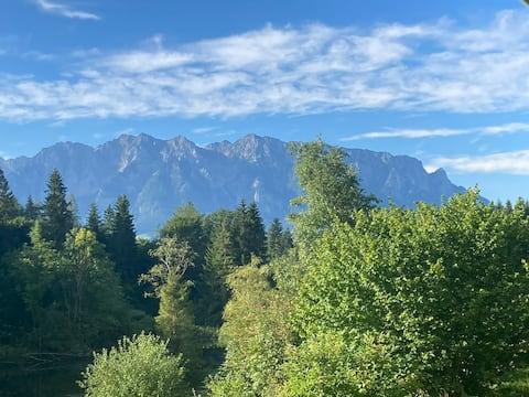 Ruhige Ferienwohnung mit Bergblick und Balkon