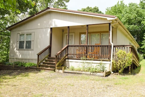 Cozy 3-bedroom home 1 mile from Lake Tenkiller