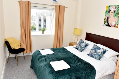 Golden Square, Central Location, Free Parking.