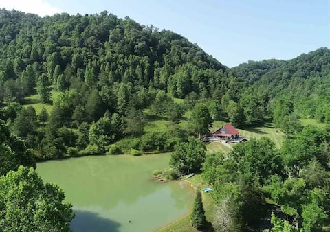 Beautiful 3 bedroom cabin resort with private lake