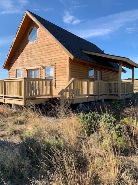 Escape the city to an open loft cabin