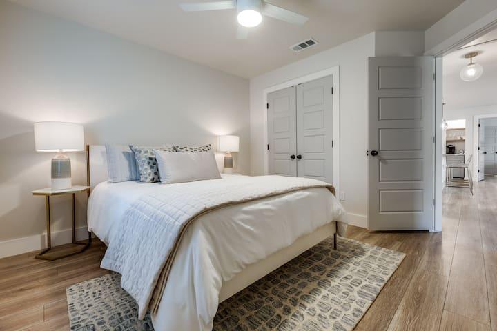 Guest Bedroom, Queen Bedroom