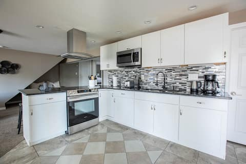 NEW Renovated Guest Suite | 30 min to DIA & DEN