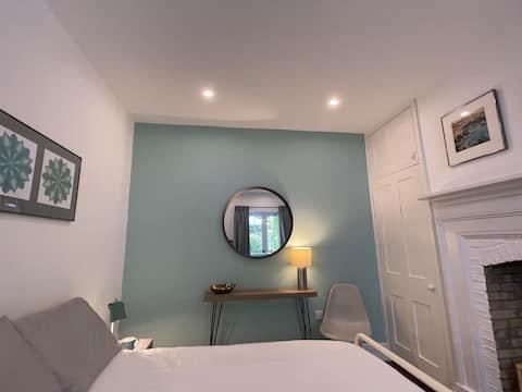 Apartemen 1 kamar tidur yang tenang dan cantik dengan patio
