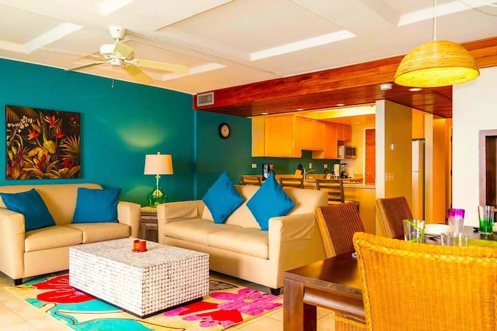 Spacious Living Room With Lots Of Seatings! - Hawaiian Princess at Makaha