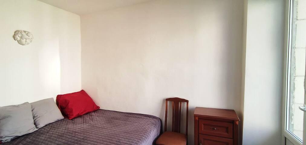 Небольшая, но очень уютная и тихая спальня