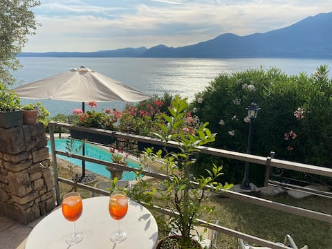 Luxury - pool, stunning views, steps to the lake