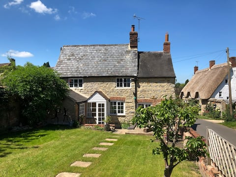 Cosy Grade 2 Listed Cottage in beautiful village.