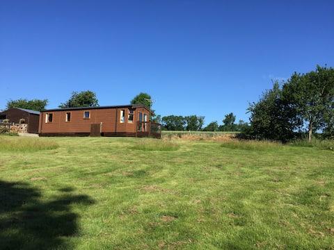 2 bedroom lodge, set in own paddock