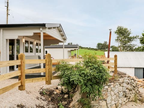 Luxury 1 Bed Log Cabin | Sea View over Mulroy Bay