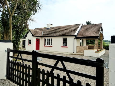 Tastefully refurbished Cottage on the Greenway