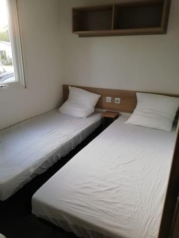 1 chambre enfants/invités, 2 lits de 80*190