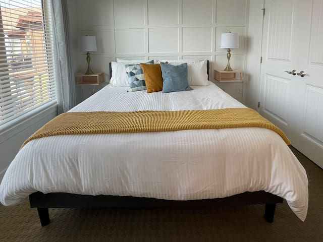 Bedroom 1 with King bed with view of the pool and the lake