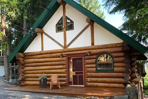 Charming Log House: Lake View, Hot Tub, Buoy, Golf