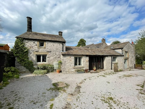 Picturesque Cottage w/ 3 Double Bedrooms