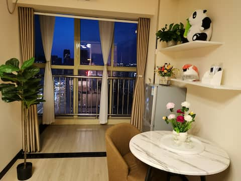 [Ostrich House B] Boutique high-rise serviced apartment located in Jianghan Road, Zhongshan Park, Guangguang Guangzhou World Trade Tower, Wuhan's most bustling business district, and all home furnishings