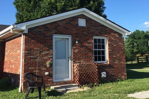 Cozy Cottage at Franklin Ridge Farms