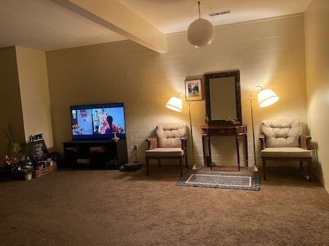 Lovely 1-BR rental unit with private patio & grill