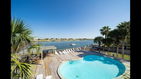 2-BR with Pool, River and Beach access