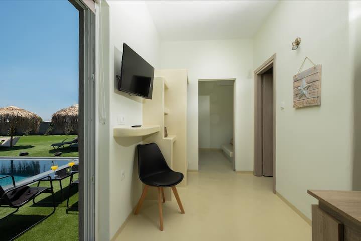 coridor to the room-outdoor area