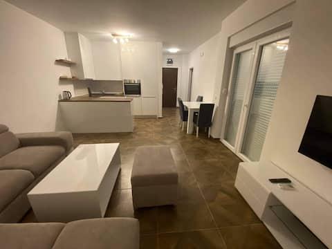 NOVO moderno namjesten novi stan u centru Capljine