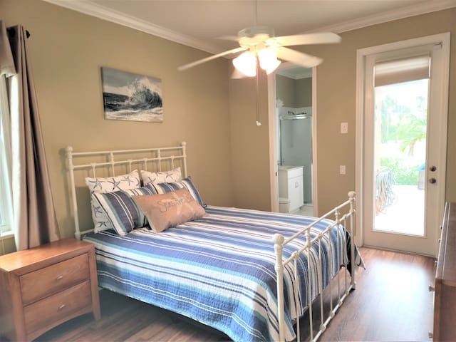 2nd bedroom has a queen size bed with access to the pool and private 3/4 bathroom.