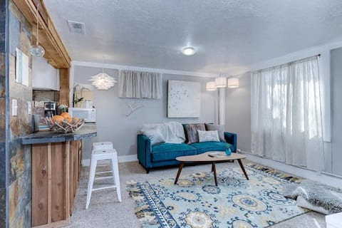 *New* Clean & Cozy Local Living in Ideal Location