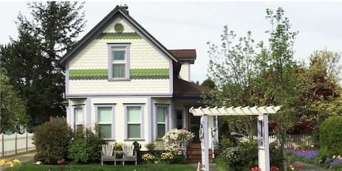 Private Suite in Historic Friday Harbor Victorian
