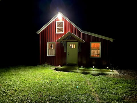 Quaint Cottage on Working Organic Veggie Farm