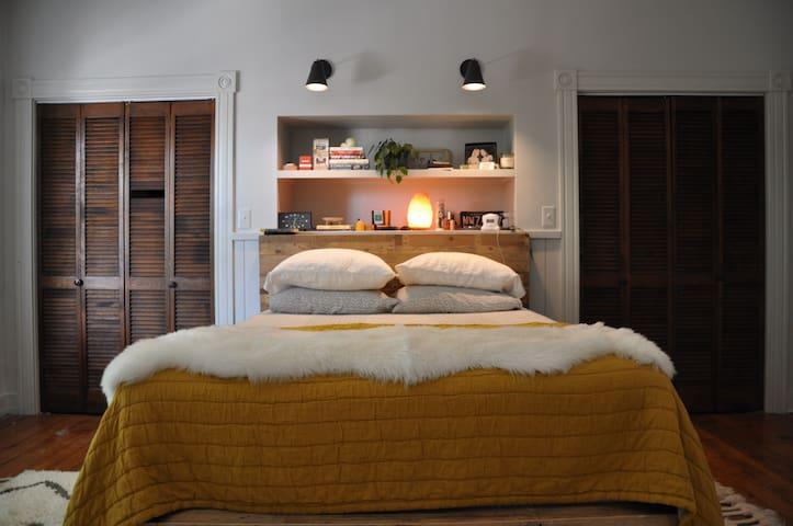 Enjoy a Kingsdown queen mattress.