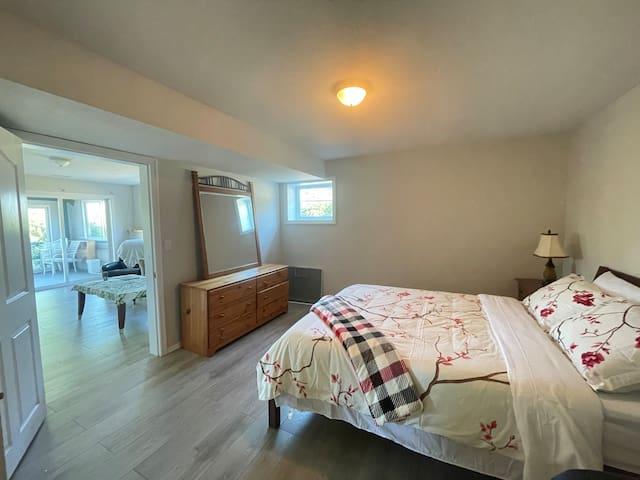 Suite II - main bedroom