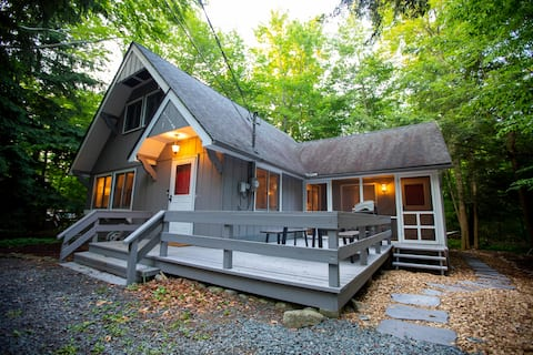 Cabin a Good Time, renovated 3 bed in Lake Naomi!