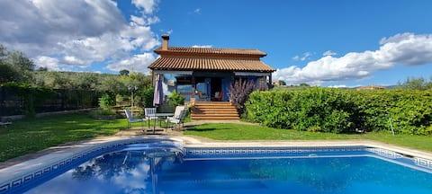 Bonito chalet con piscina y vistas espectaculares
