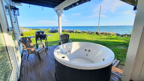 Seafront with hot tub 1-bedroom apartment