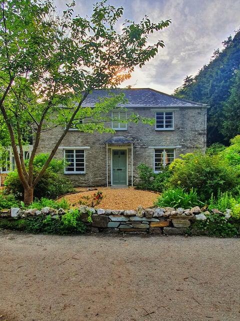 Garden Cottage - Menabilly - New Listing